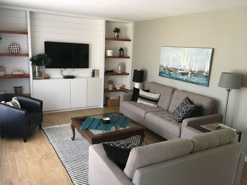 Large, bright living room with ATT Uverse and smart TV