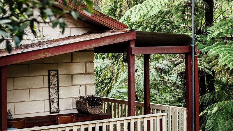 Fernglen Cottage in the forest of Mount Dandenong, location de vacances à Coldstream