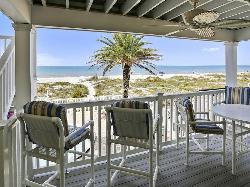 Sunset Villas 2 Amazing VIEWS/pool/sun deck/Beachfront-only 4 condos!, holiday rental in Redington Shores