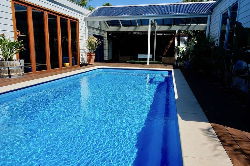 CORSAIR BREEZE - A Wonderful Family Getaway with in ground solar heated pool., casa vacanza a Point Lonsdale