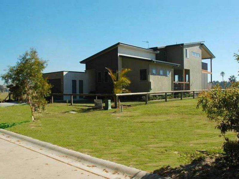 Salt Ayre Beach House Retreat, holiday rental in Upper Coomera