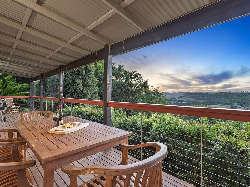 2 bedroom House with  outdoor dining table &  BBQ. Pet & Family Friendly, holiday rental in Repentance Creek