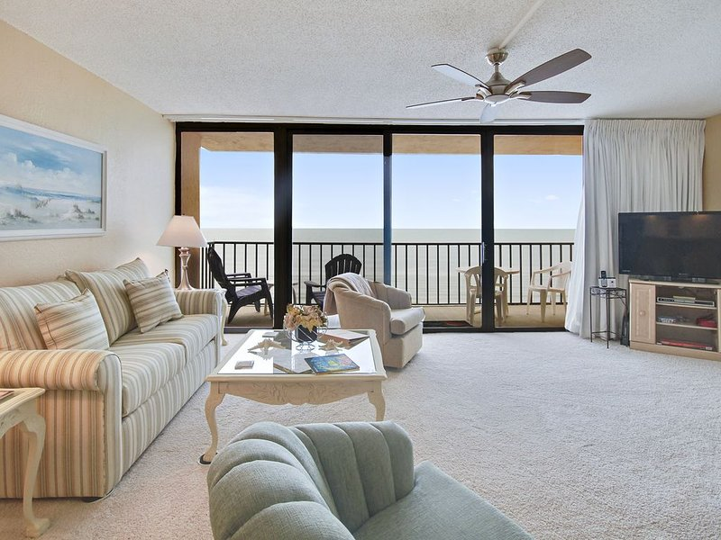 Trillium 4B Gulf Front Condo with Private Balcony/Amazing Beach Views/Pool!, vacation rental in Madeira Beach