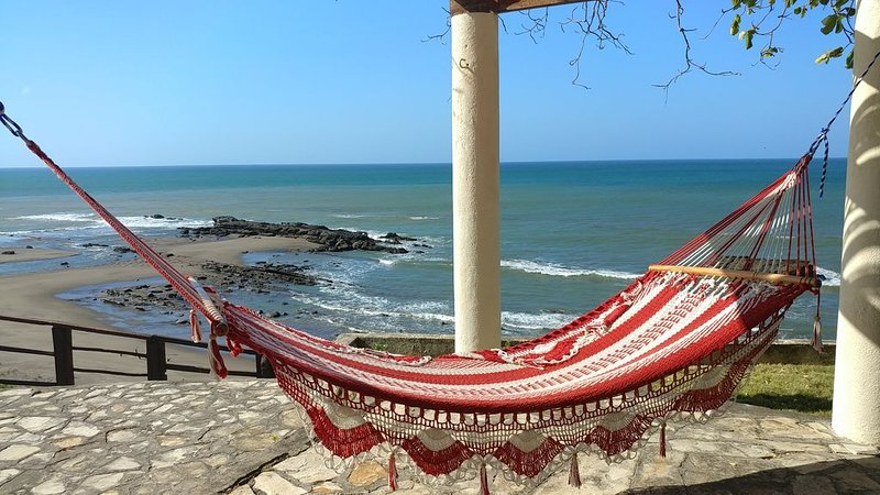 Family Beach House with gorgeous view of the ocean, river & vegetation, alquiler de vacaciones en Departamento de Carazo