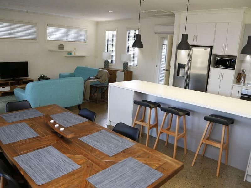 Uneek Coastal Living - family & pet friendly with free Wi-Fi, holiday rental in Encounter Bay