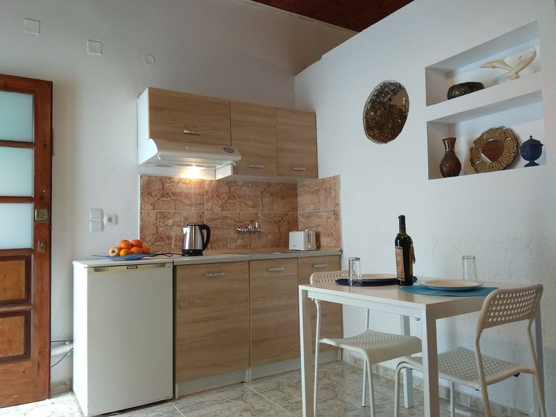 studio in the center of kissamos, next to the museum 200m from the bea, vacation rental in Kampos