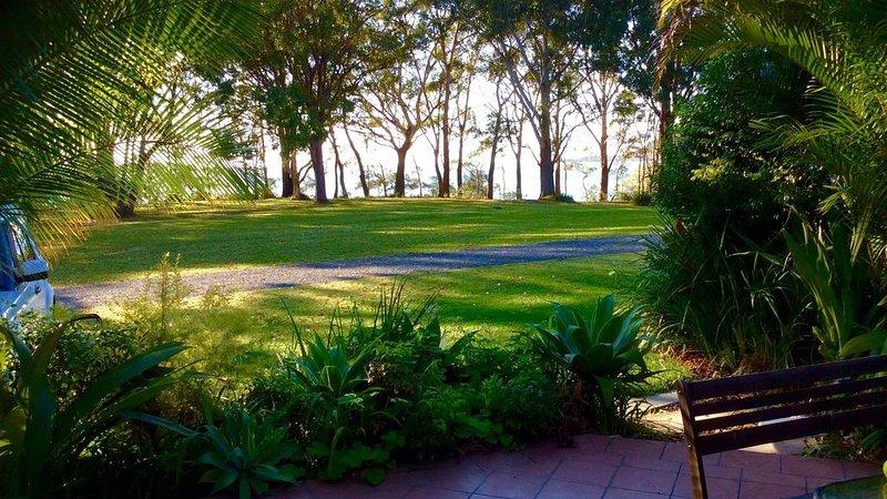 Bongo's by the Lake - Smith's Lake - Waterfront location - Family friendly, location de vacances à Boolambayte