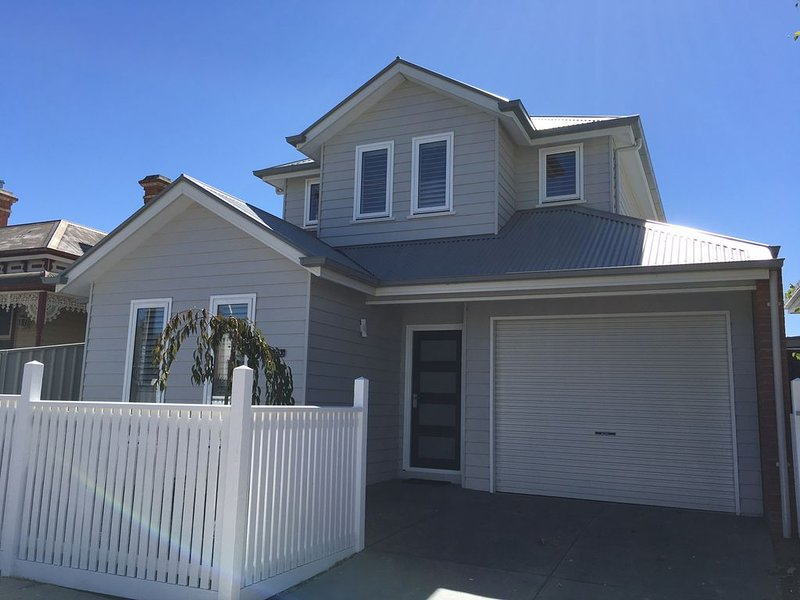 Ballarat Central - Cardigan House  - Prime Lake location with WIFI & NETFLIX, location de vacances à Clunes