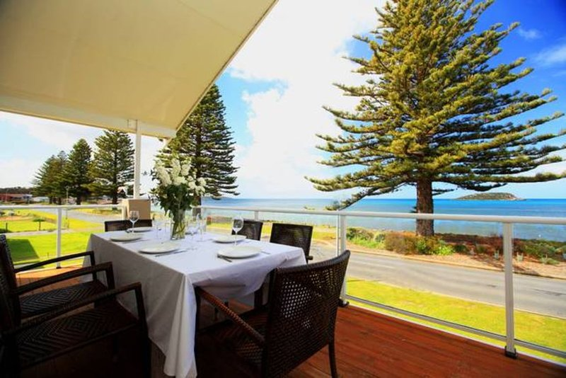 Absolute beachfront accommodation, perfect for families., holiday rental in Encounter Bay
