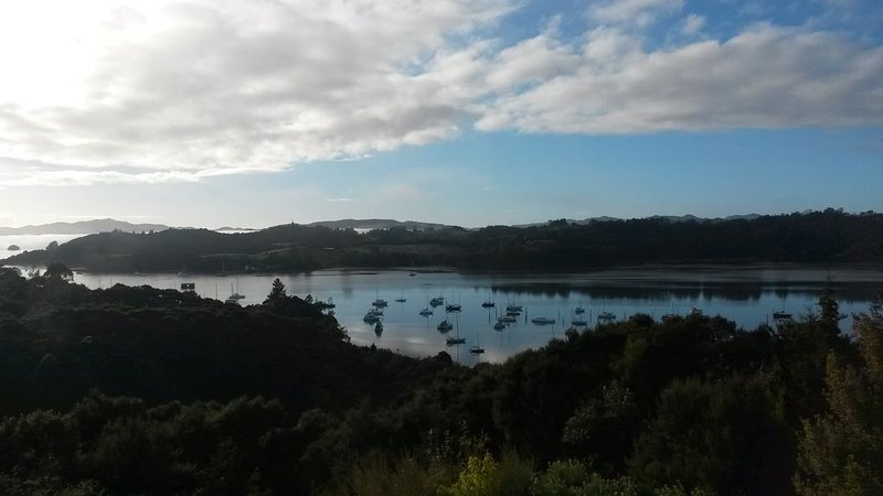Tranquility and stunning views only minutes away from bustling Paihia, location de vacances à Bay of Islands