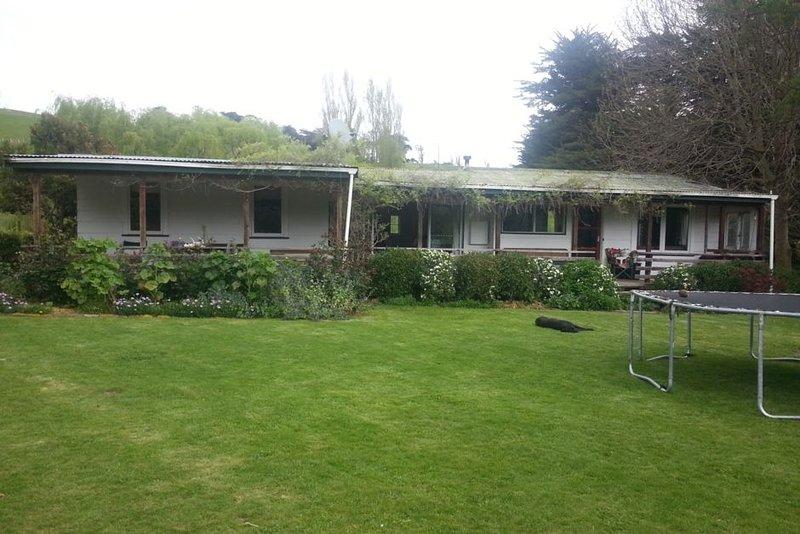 Rustic Farm Cottage in Wanstead Valley, holiday rental in Hawke's Bay Region
