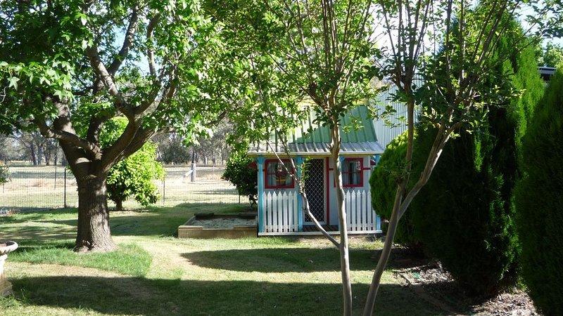 Triangle Farm Cottage - Bed & Breakfast, holiday rental in Barnawartha