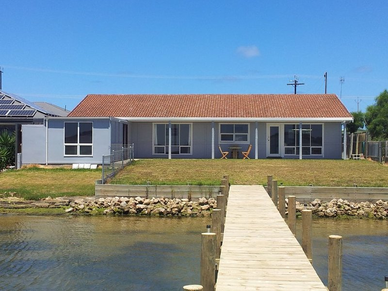 Pelican View - waterfront, holiday rental in Clayton Bay