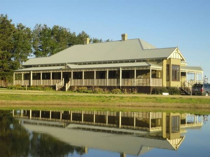 Goulburn Apartment at Rosedale House, holiday rental in Mansfield