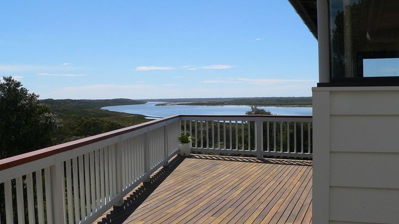 Villa Reeve - Spectacular Views, holiday rental in Paynesville