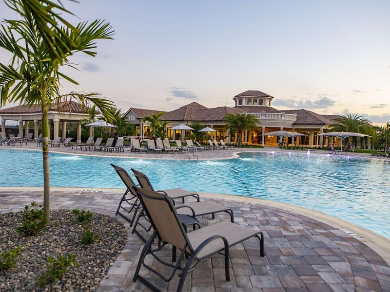 NEW to MARKET Golf Course by Arnold Palmer, Tennis, Heated Pools, Gated, Clubhou, vacation rental in Lakewood Ranch