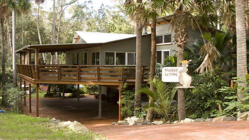The Deck - Private Oasis in rainforrest setting, alquiler vacacional en Elizabeth Beach