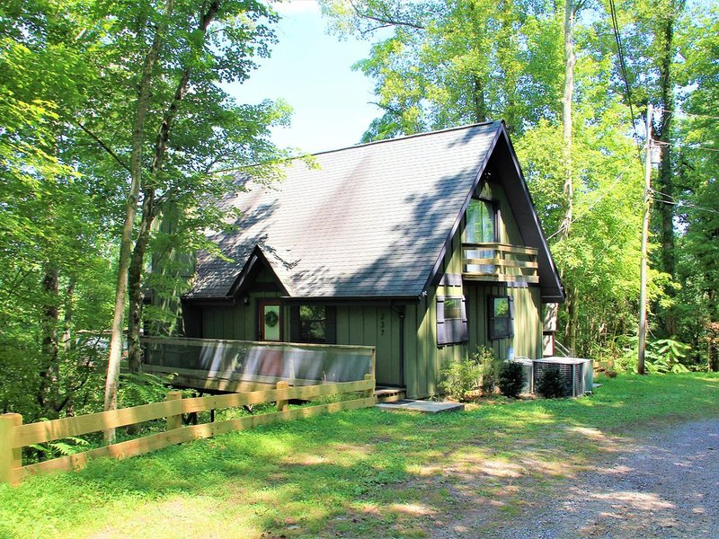 Stay high above the tree tops at Sligo!, holiday rental in Sparta