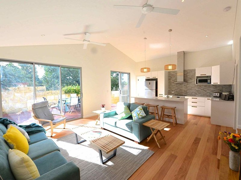 Sunny Blinco Street House, vacation rental in Fremantle