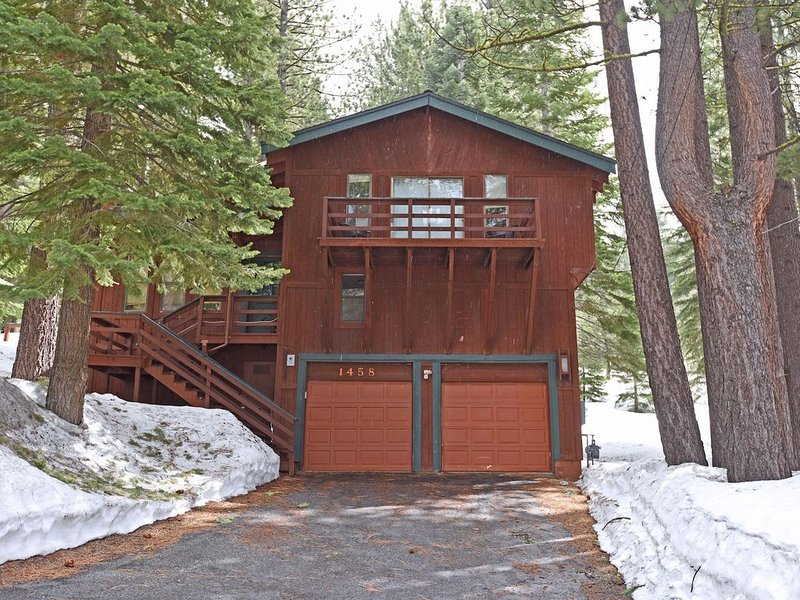 Alluring Getaway Close to Heavenly and Casinos, Gas BBQ, Board Games, FULL kitch, alquiler de vacaciones en South Lake Tahoe