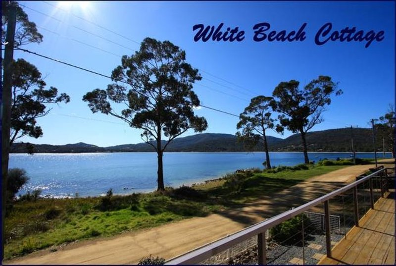 White Beach Cottage - stunning waterfront getaway, vacation rental in White Beach