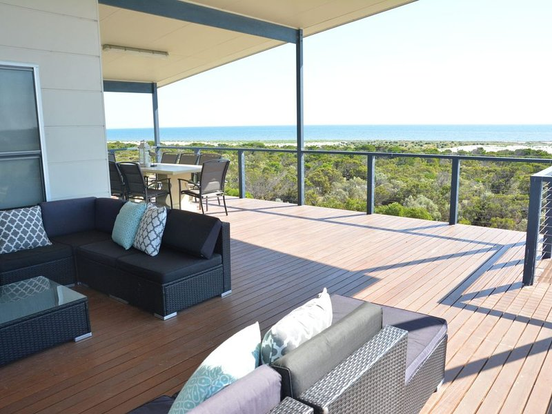 The Beach House- 99 King Drive, holiday rental in Kingston SE