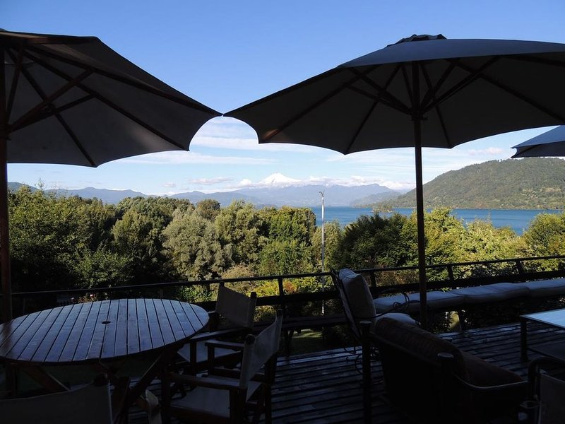 House / Lodge (Concierge Service Available) Northern Patagonia, vacation rental in Panguipulli