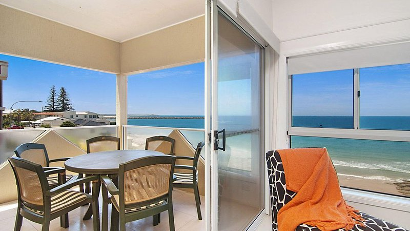 Avalon 3 - views to die for, vacation rental in Yamba