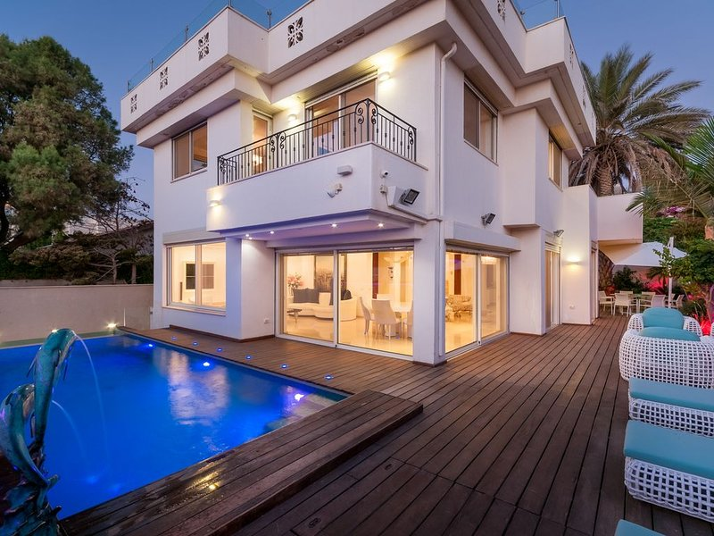 Chic Villa Next To The Beach, holiday rental in Herzliya