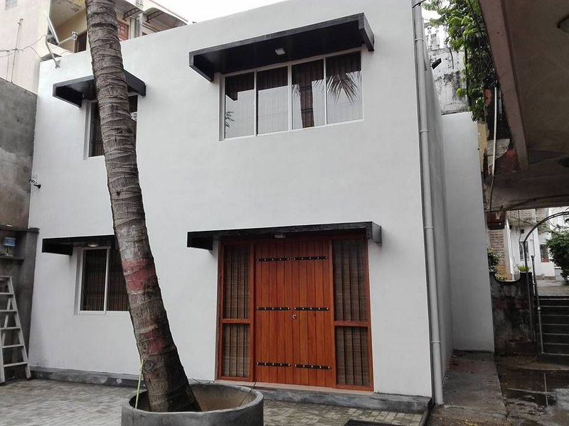 HOME AWAY FROM HOME IN COLOMBO., location de vacances à Kelaniya