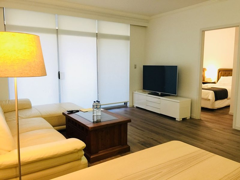 Chiswick Resort Style Apartment with City View, location de vacances à Concord