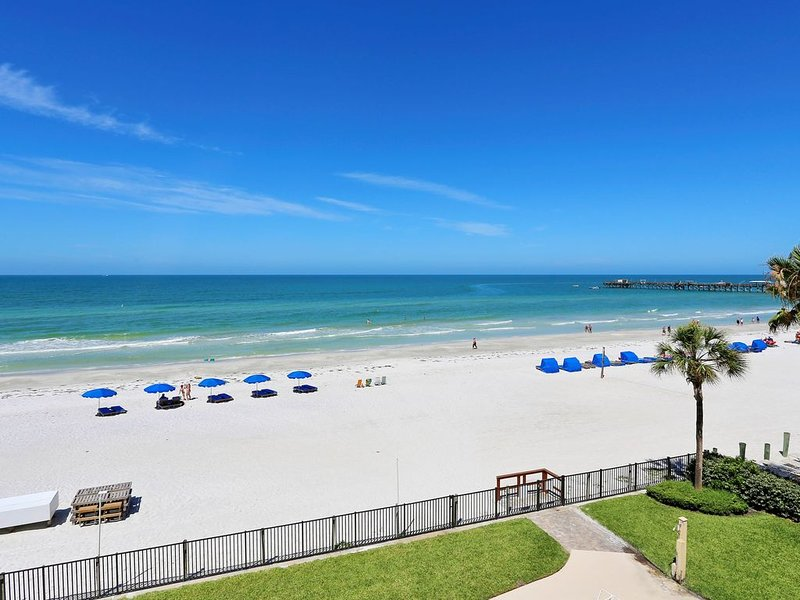Emerald Isle 302 AMAZING Sunset Views/Huge Balcony/Great location!, casa vacanza a North Redington Beach
