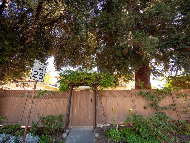 Redwood Pl Apt2  in the heart of silicon valley, vacation rental in Sunnyvale