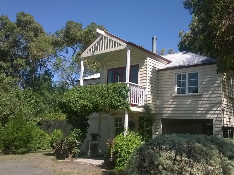 The Loft - modern apartment in heritage garden setting, location de vacances à Port Fairy