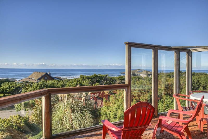 One Block From the Beach in Waldport, This Bright Well-Appointed Home includes P, alquiler de vacaciones en Waldport