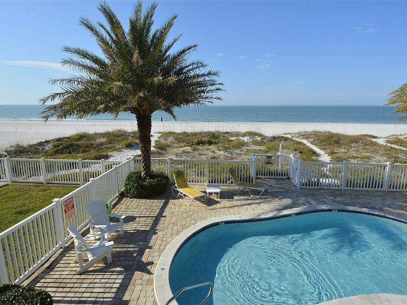 Sunset Villas 1 Amazing pool/Beachfront/BBQ/2 balconies-only 4 condos!, holiday rental in Redington Shores