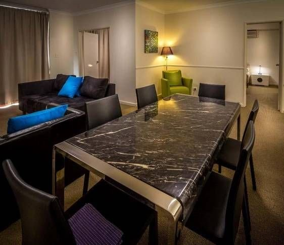 East Perth superb 2 BR Riverside Luxury minutes from CBD9, alquiler vacacional en Perth