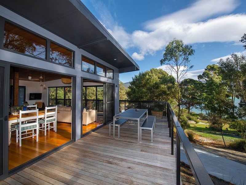 Adventure Bay Beach House, vacation rental in South Bruny