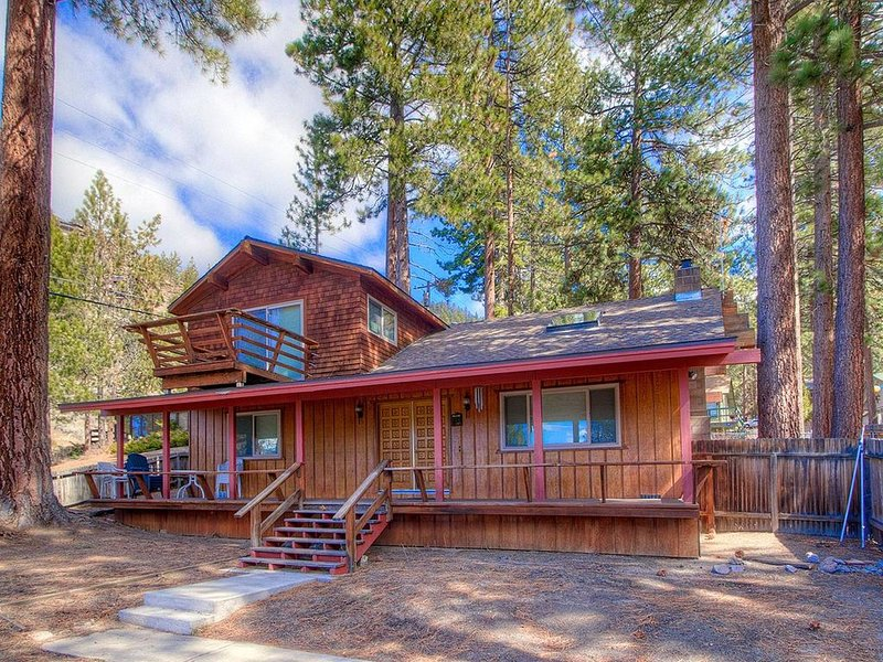 Filtered Lake Views w/Pool Table, BBQ, Fenced Yard, FP, Economical (NVH0721) – semesterbostad i Zephyr Cove