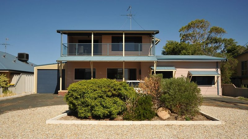 Giggles Mandurah Beach House, vacation rental in South Yunderup