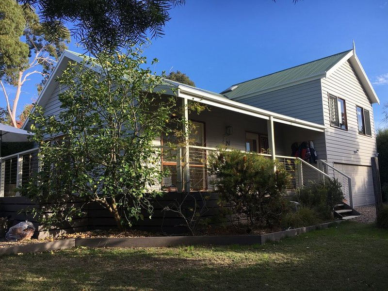 Our cosy beach hideaway - a perfect family holiday!, holiday rental in Mt Martha