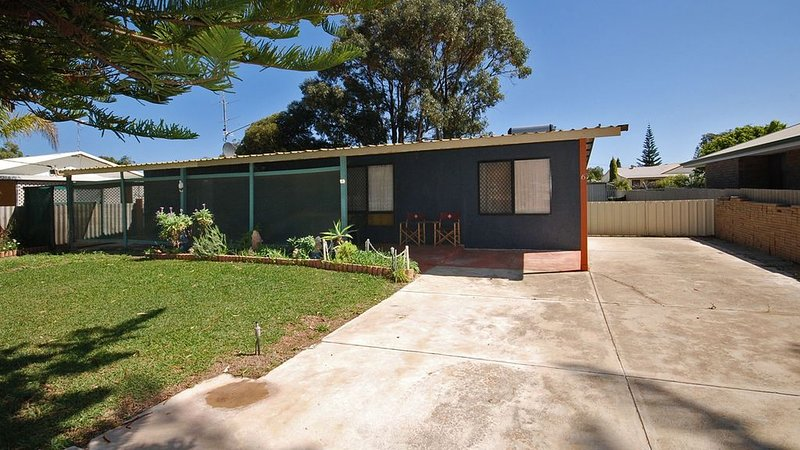 HIDDEN GEM - Large family home, close to all amenities, vacation rental in Jurien Bay