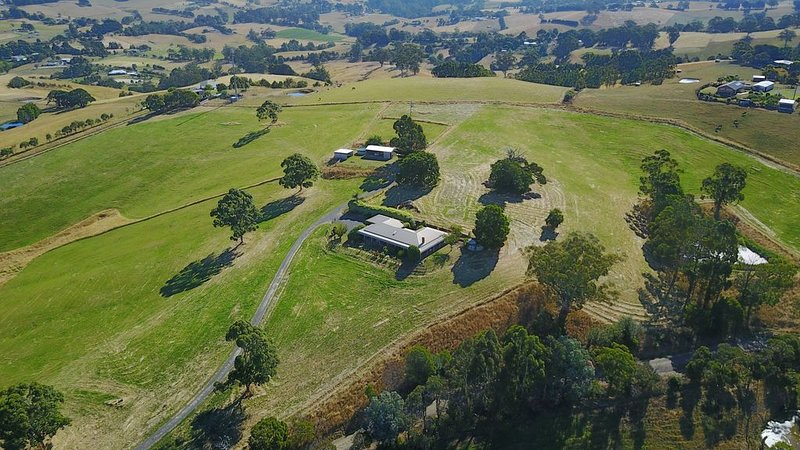 Country homestead with magnificent views of South Gippsland to Wilson's Prom, holiday rental in Loch