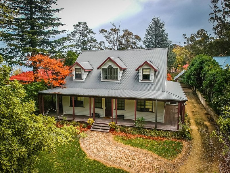 DenFenella Luxury Lodge, holiday rental in Wentworth Falls