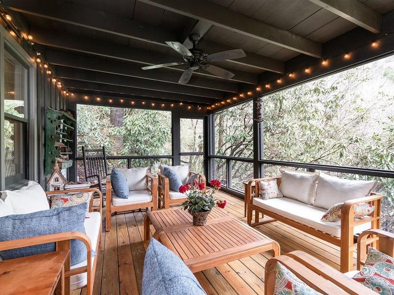Beautiful Home & Carriage House with Waterfall Charming decor, dramatic view of, vacation rental in Mountain Rest