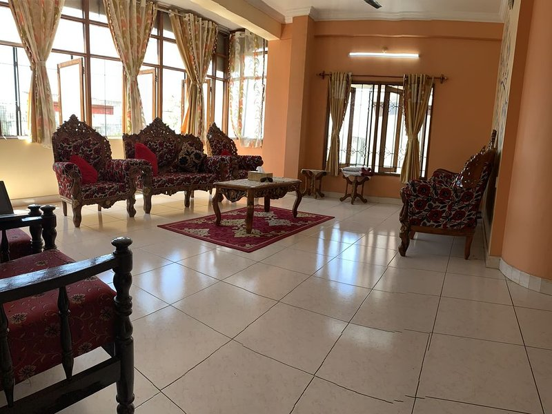 3BHK Luxurious Apartment in Banjara Hills, Road Number 13, holiday rental in Hyderabad