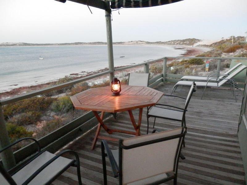 Pondalowie Beach House, absolute beachfront, holiday rental in Inneston
