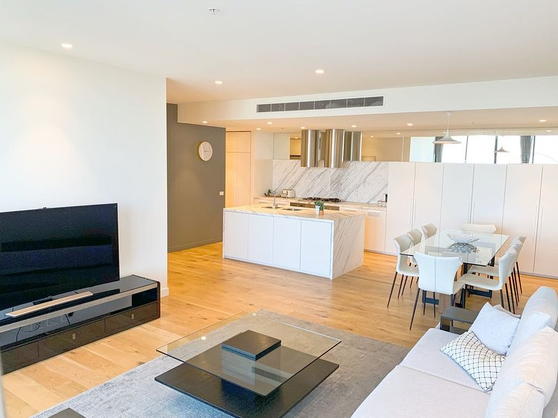 The Emerald Penthouse *3BR+WiFi+Parking, holiday rental in South Yarra