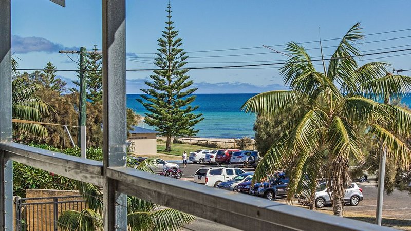 Waterfront Beach House, holiday rental in Mandurah