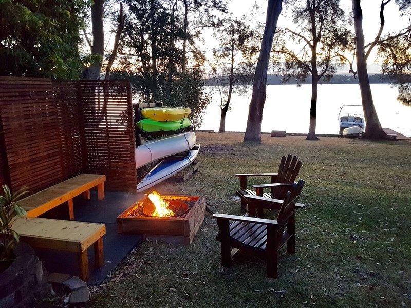 Chilling Lakeside on Lake Macquarie, location de vacances à Brightwaters